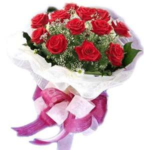 Kahramanmaraş uluslararası çiçek gönderme  11 adet kırmızı güllerden buket modeli