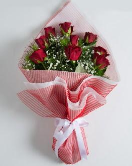 9 adet kırmızı gülden buket  Kahramanmaraş uluslararası çiçek gönderme