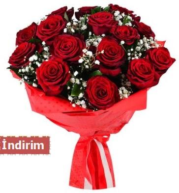 12 Adet kırmızı aşk gülleri  Kahramanmaraş uluslararası çiçek gönderme