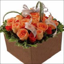 kare sandikta 11 gülllerden   Kahramanmaraş çiçek online çiçek siparişi