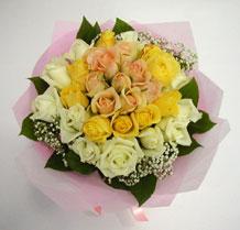 sari ve beyaz gül karisimda   Kahramanmaraş 14 şubat sevgililer günü çiçek
