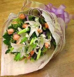 Kahramanmaraş çiçek mağazası , çiçekçi adresleri  11 ADET GÜL VE 1 ADET KAZABLANKA