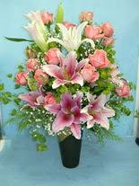 Kahramanmaraş çiçek mağazası , çiçekçi adresleri  cam vazo içerisinde 21 gül 1 kazablanka