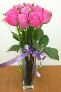 cam vazo içerisinde 11 adet gül  Kahramanmaraş çiçek mağazası , çiçekçi adresleri