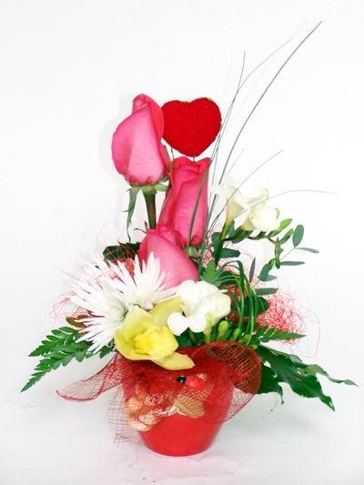 Kahramanmaraş anneler günü çiçek yolla  cam içerisinde 3 adet gül ve kir çiçekleri