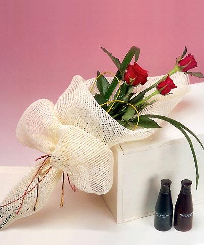 3 adet kalite gül sade ve sik halde bir tanzim  Kahramanmaraş güvenli kaliteli hızlı çiçek