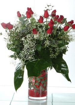 Kahramanmaraş çiçekçi mağazası  11 adet kirmizi gül ve cam yada mika vazo tanzim
