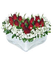 Kahramanmaraş güvenli kaliteli hızlı çiçek  mika kalp içerisinde 9 adet kirmizi gül