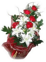 Kahramanmaraş hediye çiçek yolla  5 adet kirmizi gül 1 adet kazablanka çiçegi buketi