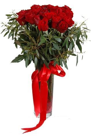 15 adet kirmizi gül cam vazo içerisinde  Kahramanmaraş çiçek mağazası , çiçekçi adresleri