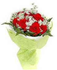 Kahramanmaraş 14 şubat sevgililer günü çiçek  7 adet kirmizi gül buketi tanzimi