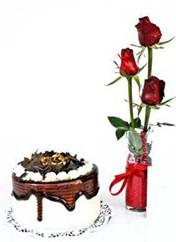 Kahramanmaraş yurtiçi ve yurtdışı çiçek siparişi  vazoda 3 adet kirmizi gül ve yaspasta