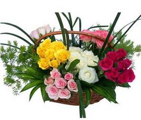 Kahramanmaraş anneler günü çiçek yolla  35 adet rengarenk güllerden sepet tanzimi