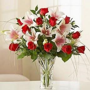 Kahramanmaraş ucuz çiçek gönder  12 adet kırmızı gül 1 dal kazablanka çiçeği