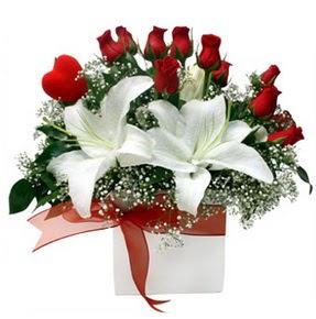 Kahramanmaraş çiçek online çiçek siparişi  1 dal kazablanka 11 adet kırmızı gül vazosu