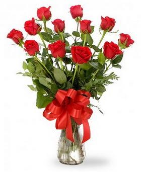 Kahramanmaraş 14 şubat sevgililer günü çiçek  12 adet kırmızı güllerden vazo tanzimi