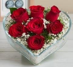 Kalp içerisinde 7 adet kırmızı gül  Kahramanmaraş çiçek siparişi vermek