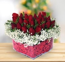 15 kırmızı gülden kalp mika çiçeği  Kahramanmaraş uluslararası çiçek gönderme