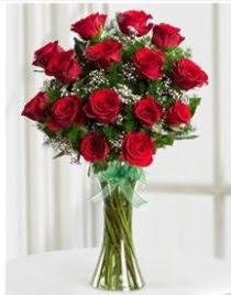 Cam vazo içerisinde 11 kırmızı gül vazosu  Kahramanmaraş çiçek gönderme
