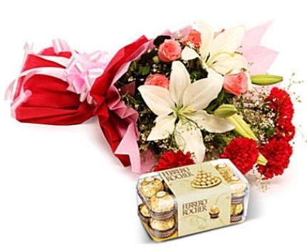 Karışık buket ve kutu çikolata  Kahramanmaraş 14 şubat sevgililer günü çiçek