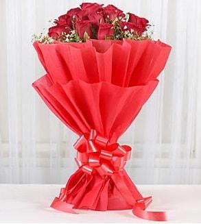 12 adet kırmızı gül buketi  Kahramanmaraş hediye sevgilime hediye çiçek